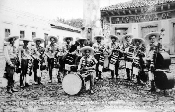Mariachis a principios del siglo XX.