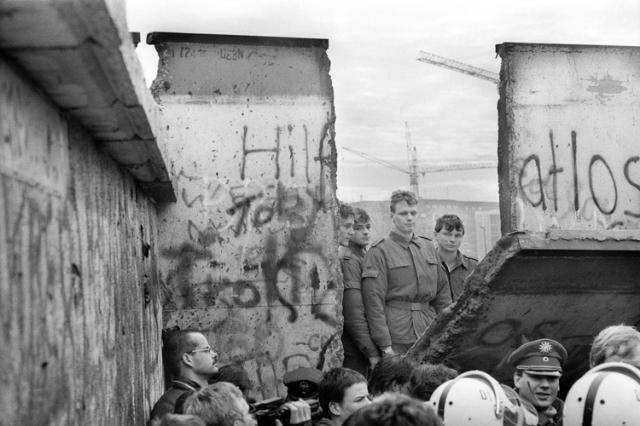 Soldados de la RDA. (Foto: Jean-Claude Coutausse.)