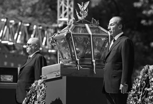 Guillermo Ortiz y Felipe Calderón el 30 de mayo, 2010 (Foto: Cristina Rodríguez.)