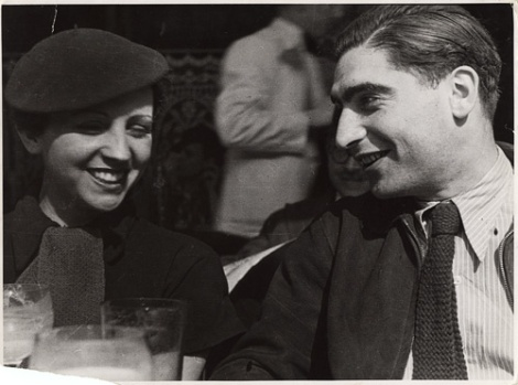 Gerda Taro y Frank Capa en París, 1935. (Foto: Fred Stein.)