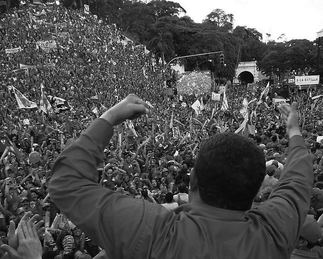 Venezolanxs con líder. (Foto: Anghel Morales.)