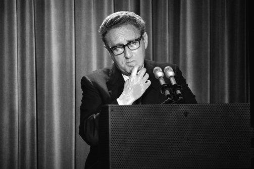Henry Kissinger en los años setenta. (Foto: Harvey Georges.)