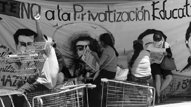 Maestrxs de Guerrero en pie de lucha. (Foto: Cuartoscuro.)