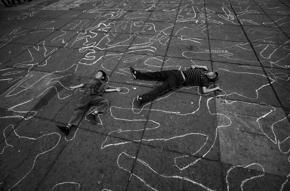 Invocación de las víctimas del ejército. (Foto: Marco Ugarte, AP).