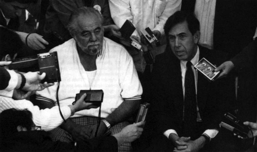 Manuel Clouthier y Cuauhtémoc Cárdenas en la noche de las elecciones