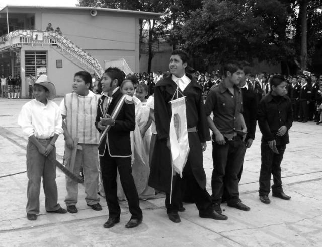 """Representación """"histórica"""" en una secundaria (la secundaria 68 del estado de México)."""
