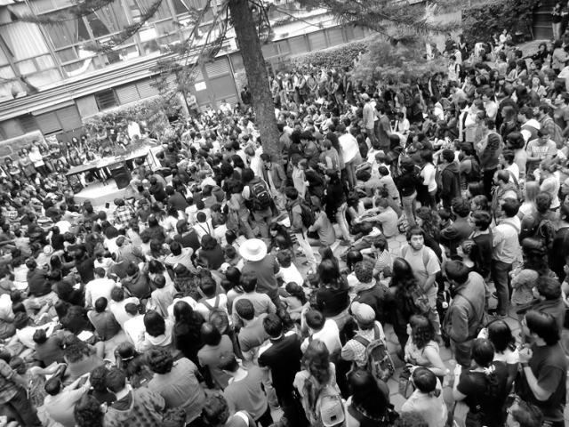 La asamblea del martes 17. (Foto: robada de la pared FB de Francisco Cerezo.)