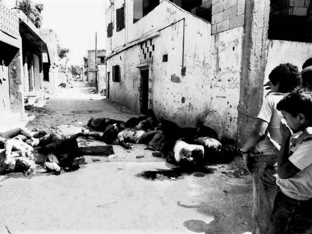 La masacre de septiembre de 1982 en Sabra y Chatila, Líbano, en un campo de refugiados palestinos.
