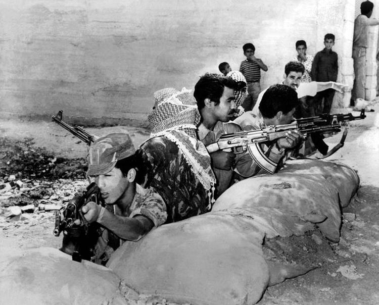 Guerrilleros palestinos contra al ejército jordano. Septiembre de 1970. (Foto: Keystone, HH.)
