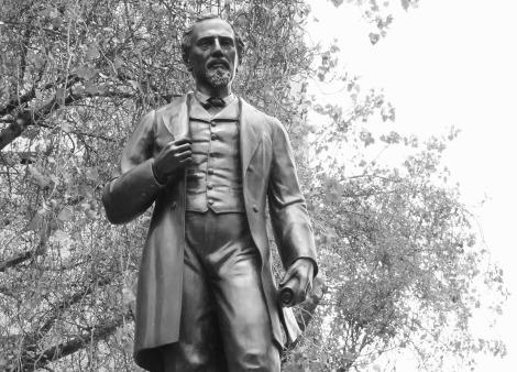 Una de 76 estatuas sin comunidad sobre Reforma