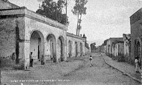 La calle hacia 1891, vista de la Conchita hacia el sur. Foto de William Henry Jackson, en la Biblioteca del Congreso de Estados Unidos.