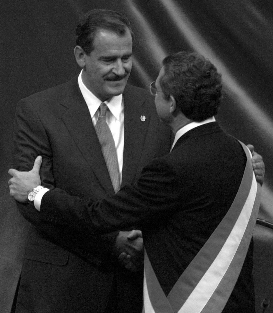 """En el fervor de la blanquiazul coronación, Vicente Fox Quesada, anunció que se daría """"…un giro de 365 grados"""". A trece años de la alternancia política, hemos dado ese giro de 365 grados. Hemos vuelto por el mismo camino que quedó interrumpido con la entrada del panismo a Los Pinos."""