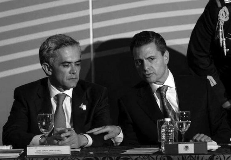 Peña y Mancera, de la mano.