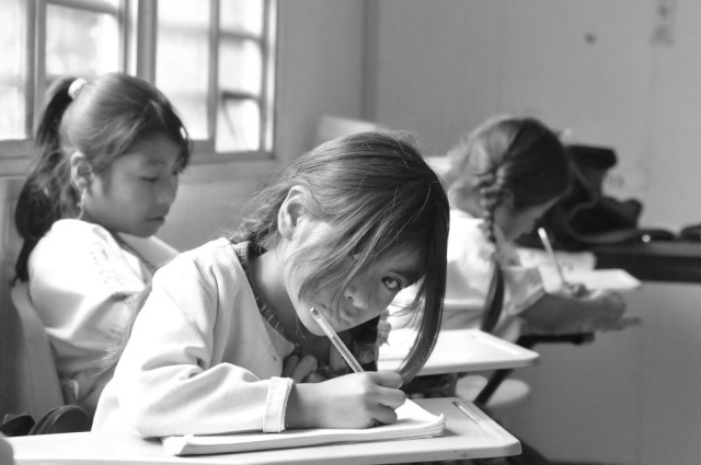 Innegable pobreza educativa en México.