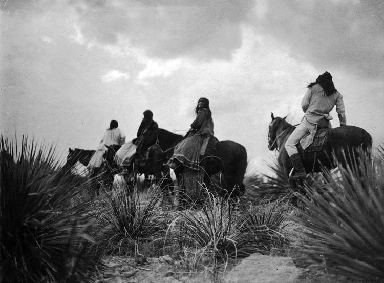 """""""Antes de la tormenta."""" Foto de Edward Curtis (1906)."""
