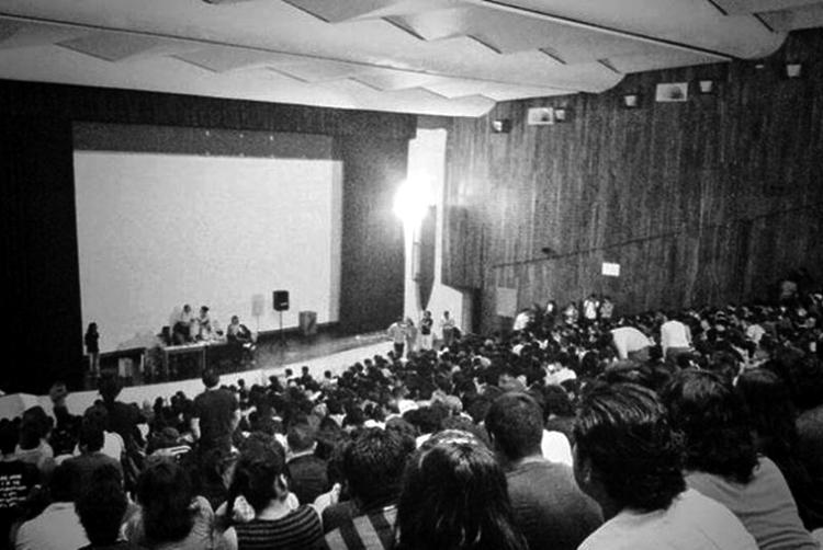 Una asamblea en el auditorio Che Guevara de la UNAM. Foto: José Miguel Ávila.)