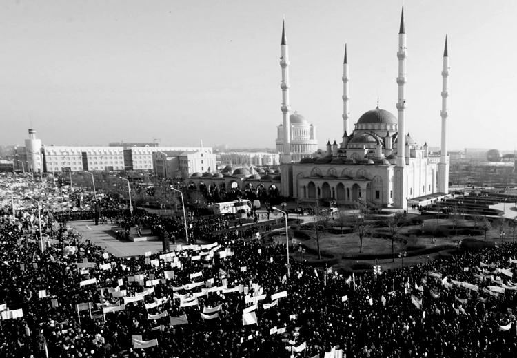 En la capital de Chechenia, la mayor manifestación en contra de las caricaturas. (Foto: Eduard Korniyenko, Reuters.)