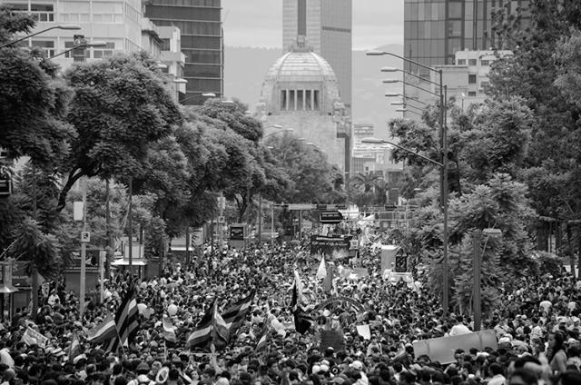 Reivindicar derechos en sociedades conservadoras. Marcha de la diversidad en la ciudad de México, 2015. (Foto Notimex)