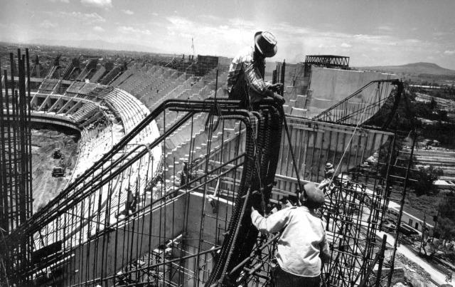 La fabricación de un monopolio. El estadio Azteca en construcción. Foto: Segundo Tiempo