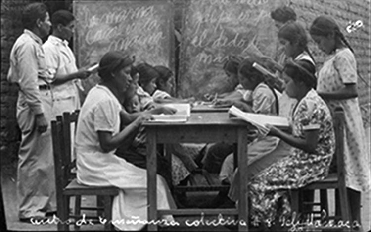 Docentes posrevolucionarias. (Foto: Archivo General de la Nación.)