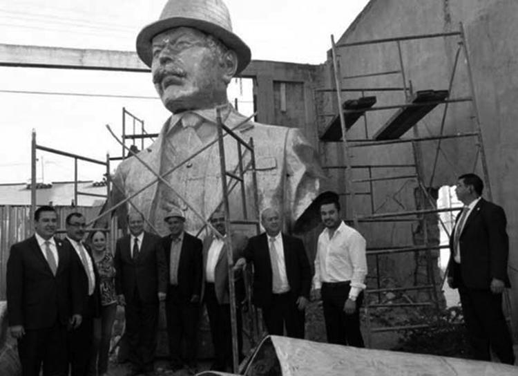 El Pancho Villa de Parral. Nótese la corbata. (Foto tomada de aquí.)