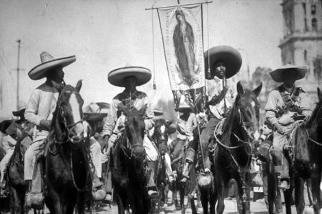 Zapatistas guadalupanos. (Foto de Agustín Casasola, tomada de este artículo de Ariel Arnal.)
