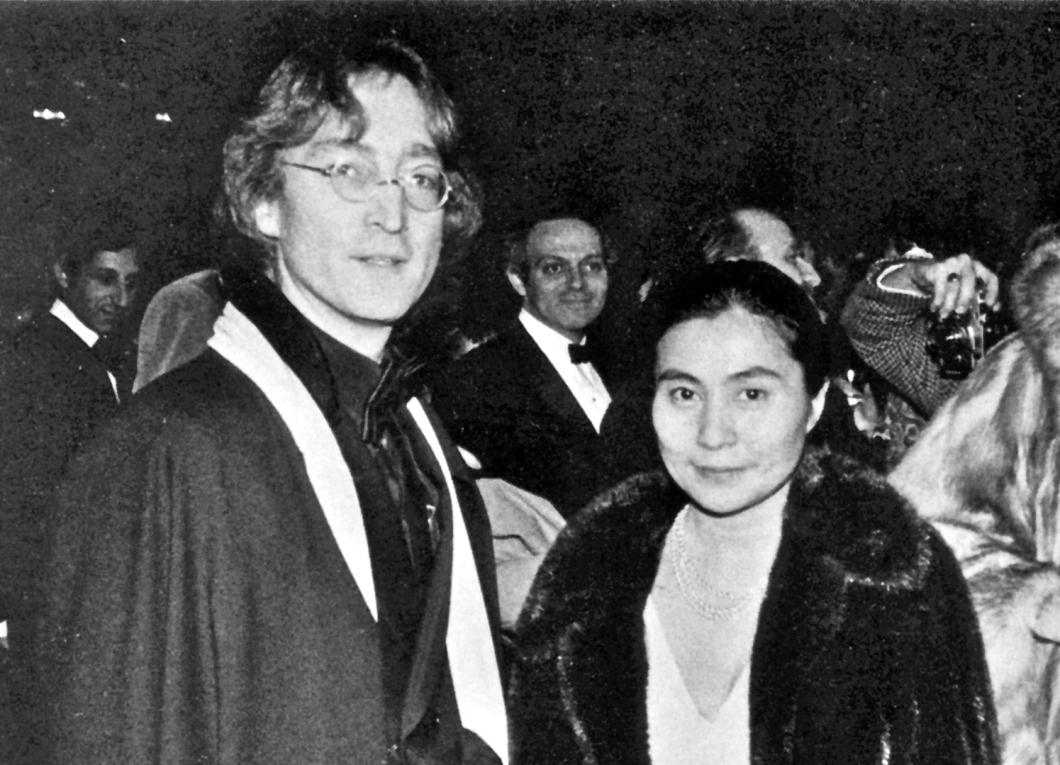 John Lennon y Yoko Ono en la toma de posesión de James Carter, enero de 1977. (Foto tomada de aquí.)