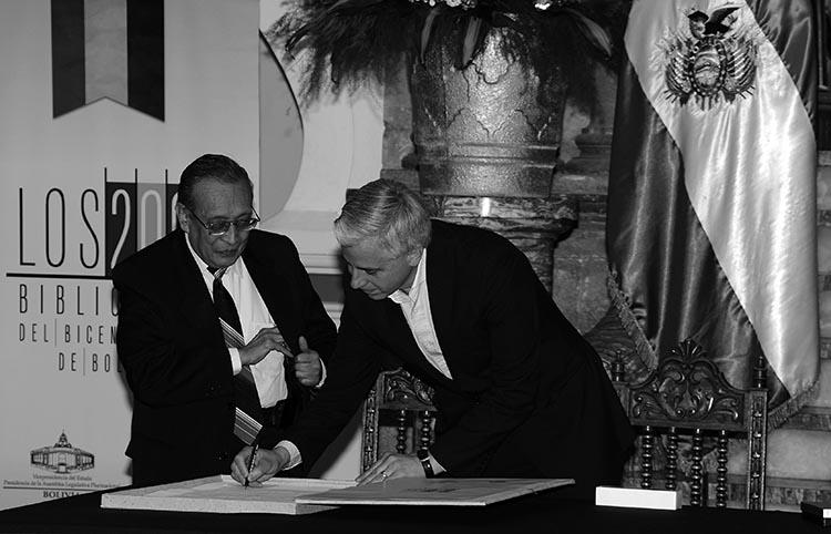 Álvaro García Linera en el lanzamiento de la Biblioteca del Bicentario de Bolivia. (Foto tomada de aquí.)